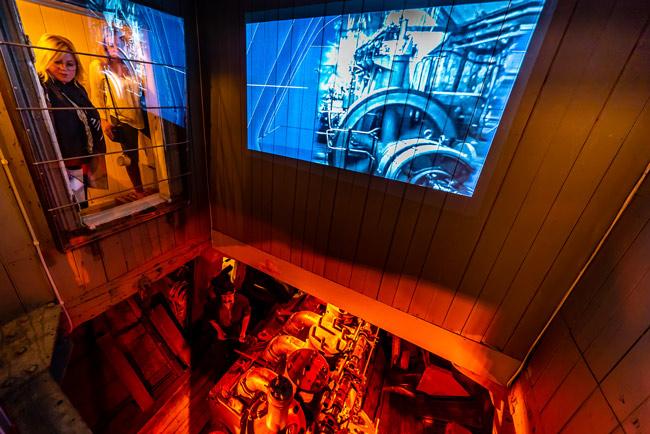Proyección para simular el motor en la sala de máquinas del museo FRAM de Oslo (Noruega)
