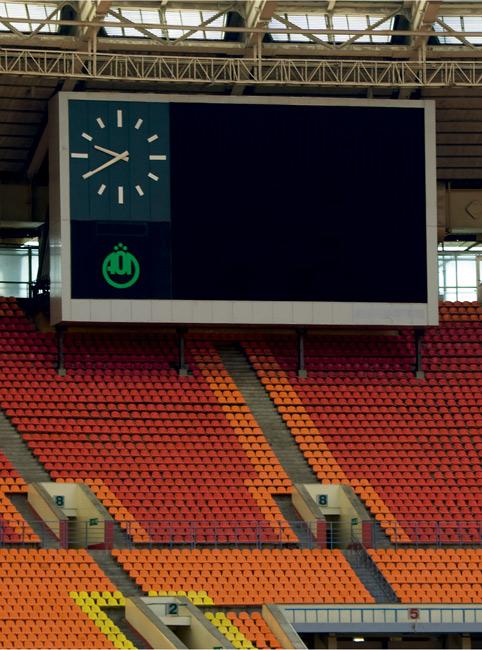 Imagen con un videomarcador ubicada en un estadio deportivo