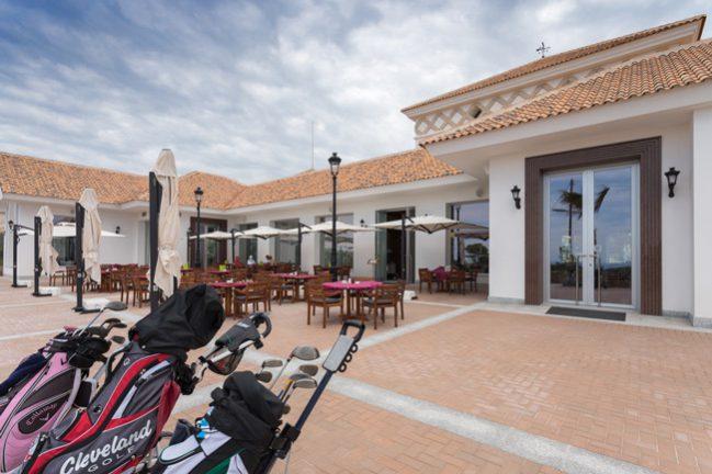 Puig-Campana-Club-de-Golf-de-Alicante-con-equipos-Apart