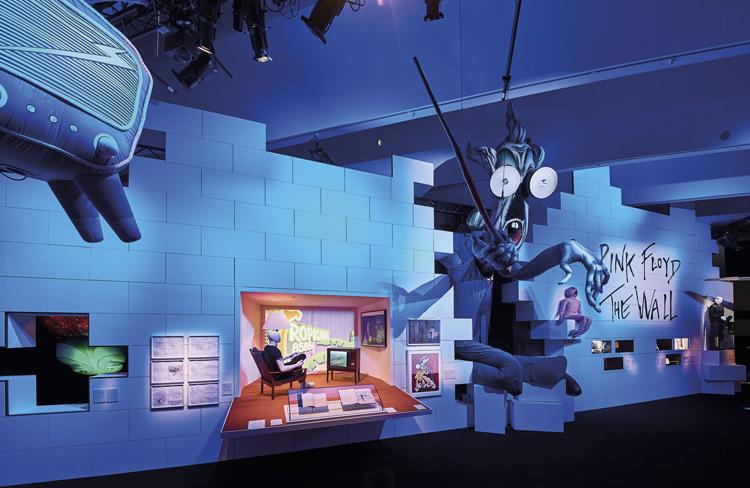 Montaje representando The Wall de Pink Floyd
